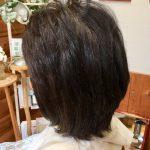 縮毛の毛でもキュビズムカットで収まります。